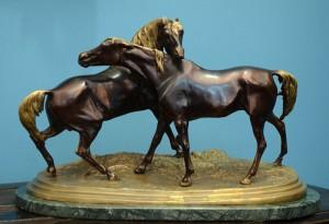 Konji  Bronza Francuska, kraj 19. veka Dužina: 47 cm (bez postolja)