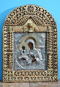 Ikona Bogorodica Trojeručica Carska Rusija,sredina 19.veka Dimenzija sa ramom 70 x 50 cm Srebrna rizla(žig 13).Austrougarska